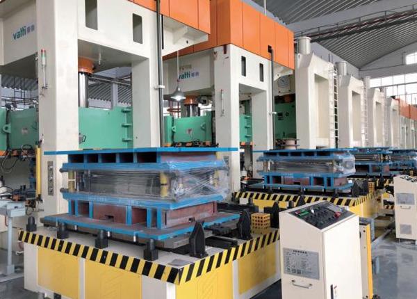 尚川双工位侧进换模台车生产线(客户工厂实拍)
